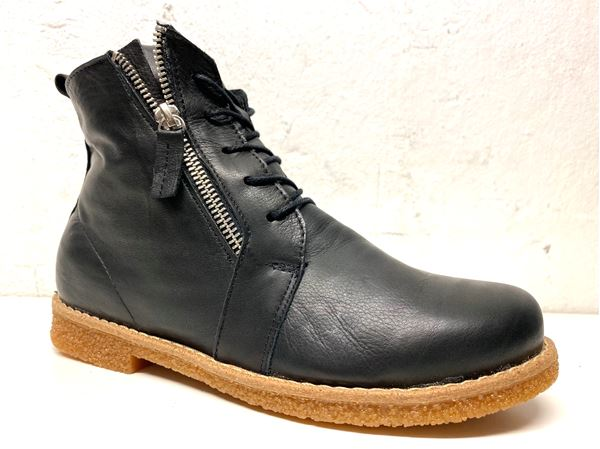 Laced ankleboots warm
